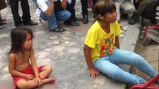 the childrent of Boeung Kak lake community crying to find justice release their mother