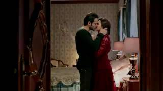 Kriti hot kiss and sex in raaz reboot
