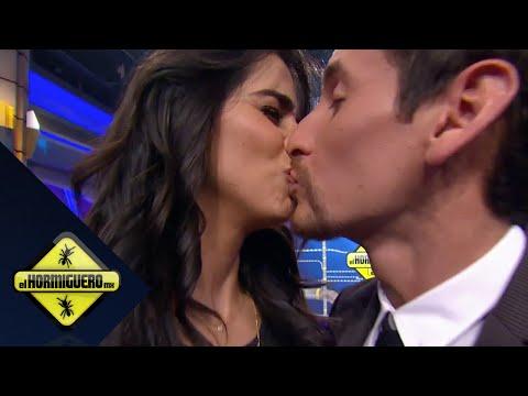 ¡Mark besa a Bárbara