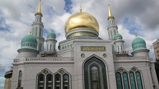 Huge mosque opens in Moscow