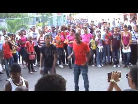 Bailando Dembow feria del libro 2011 Limando
