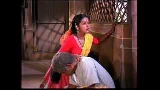 Pokkiri Raja - Rajinikanth gifts Radhika