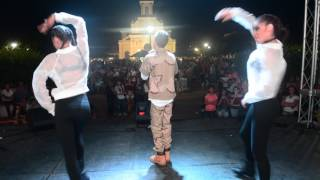 Baby Jan junto a una de las baby girls en Vega Baja Full video