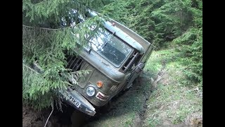 Горы размытые лесовозные колеи опасно off-road 4x4