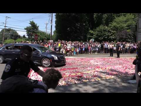 Final resting place Muhammad Ali funeral procession enters Cave Hill Cemetery