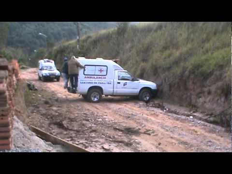 Ambulância atolada no Vila Rica