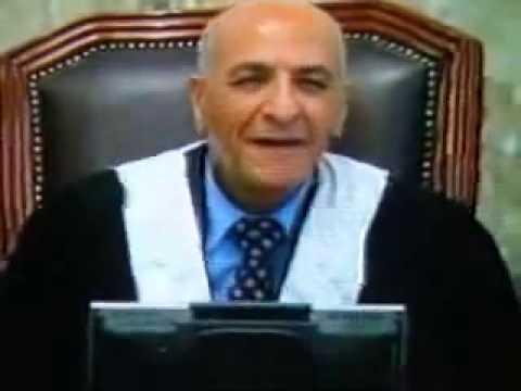 اجمل ضحكه للرئيس صدام حسين في المحكمه.