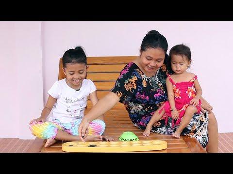 Seru Bermain Congklak dengan Mamah - Mainan Anak Tradisional Indonesia Dakon