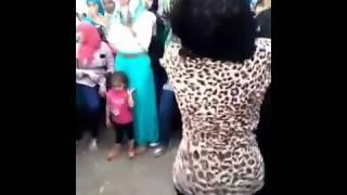 بنت ترقص فى الشارع   احسن من رقص صافيناز 2015   YouTube