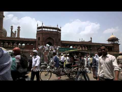 Crowd outside Jama Masjid: Old Delhi