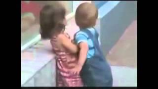 تحرش ولد بفتاة امام العلن