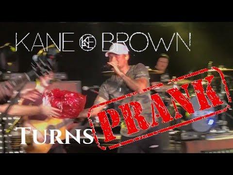 KANE BROWN CONCERT TURNS PRANK ON DAD