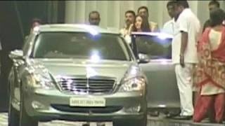 Aishwarya, Beti B visit Amitabh Bachchan