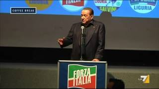Berlusconi cade sul palco ma ha subito pronta la battuta
