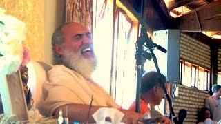 Ensinando pelo Humor - Chandramukha Swami no Ashram de Sri Prem Baba