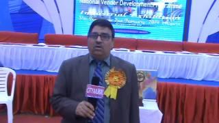 लघु उद्योग भारती के नेशनल एक्स्पो - 2014 के बारे में बताते एमएसएमई आगरा निदेशक प्रदीप कुमार