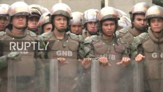 Venezuela: 10,000s anti-govt protesters partake in 'March of Silence for the Fallen'
