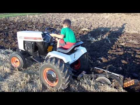 CASE 226 328 Garden Tractor Plowing. Tire Spinning Action