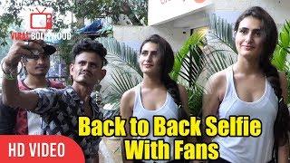 Dangal+Actress+Fatima+Sana+Shaikh+Back+to+Back+Selfie+With+Fans+At+Bandra