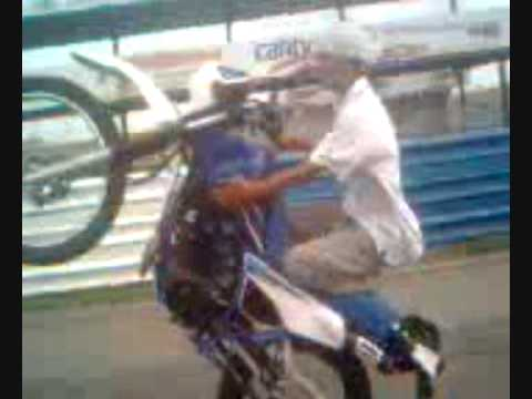 Moto Piruetas Osnay y Chiky