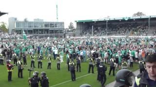 Platzsturm + Schlägerei - Greuther Fürth - Fortuna Düsseldorf - 29.04.2012