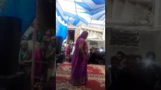 Aunty break dance with yo yo honey singh song....