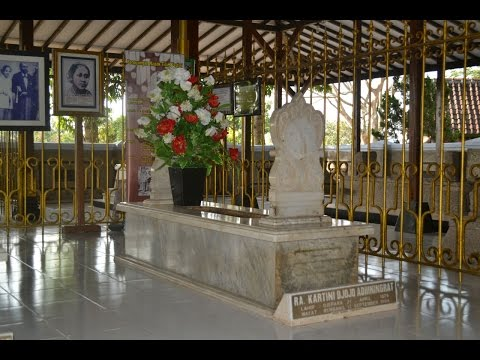 Berziarah Ke Makam R.A. Kartini di Rembang