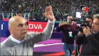 حسام حسن يجري مع لاعبي المصري ويحتفل مع الجماهير بعد الفوز على «بافلوز» برباعية
