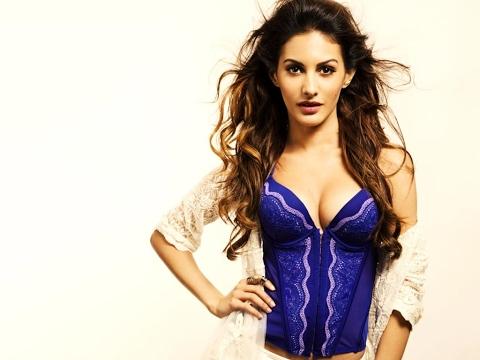 Amyra Dastur Latest Hot HD Wallpapers Video