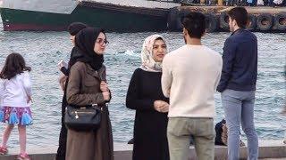 أجنبي في تركيا يريد الدخول في الإسلام / شاهد ماذا قال له الأتراك