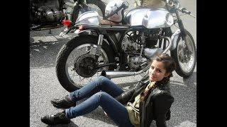 wheels waves Biarritz sexy girl cafe racer Kickstarter motorcycle. Chica café racer