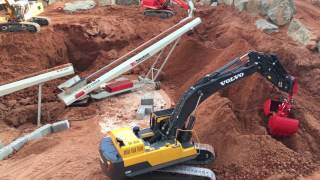 Amazing RC Trucks/Excavators *Movable Telestack conveyour belt at work* (4K ULTRA HD)