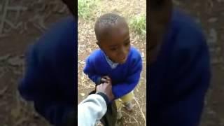 Huyu dogo noma angalia ucheke na wewe