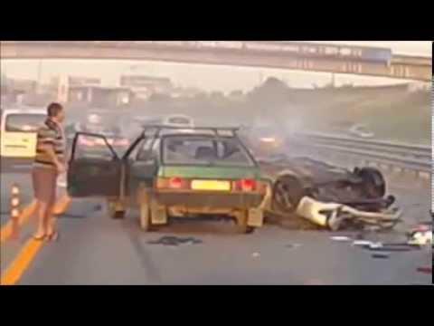 El peor accidente jamás grabado su vehículo lo arroja 20 mtrs en el aire.