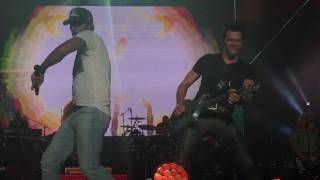 """Luke Bryan """"Country Girl (Shake It For Me)"""" and """"Paradise City"""""""
