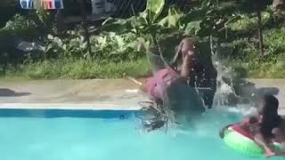 Funny videos make you can't stop laugh
