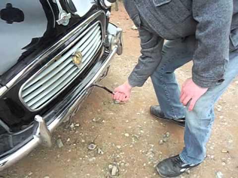 Hand cranking car using starting handle