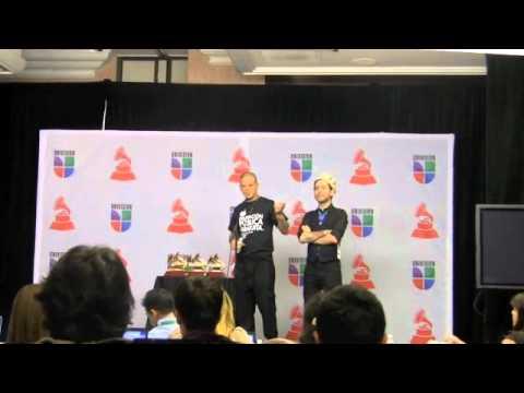 Calle 13 discute con periodista chavista en Los Grammy