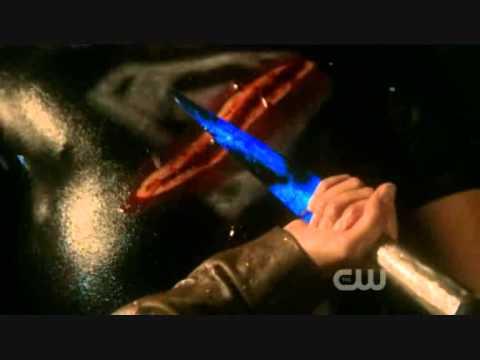 Smallville 10.1 Lazarus Lois saves Clark