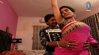Sexy bhabhi's sexy lickable armpits in sleeveless saree