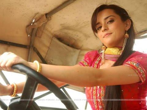 Ekta Kaul aka Riya Mathur/Shrivastav real life photo : Mere Angne Mein