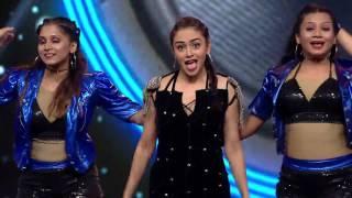 Amruta Khanvilkar Filmfare 2016 Performance