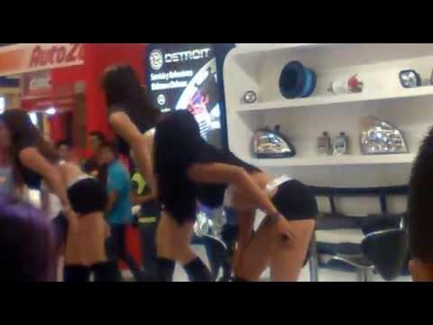 CHICAS SEXIS BAILANDO REGGAETON 3