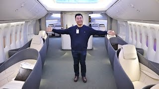 Inside the NEWEST Boeing 747 (Boeing Customer Experience Center)