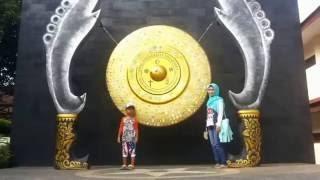 perjalanan di taman mini indonesia indah