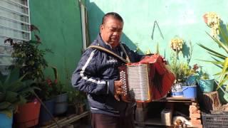 mi abuelo tocando el acordeon
