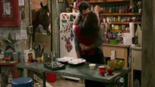 2 Broke Girls- Max and Johnny kissed again S1x9