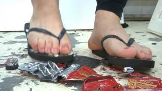 flip flops crush toy car