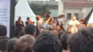 Mallu Magalhães cantando My Home Is My Man na Virada Cultural