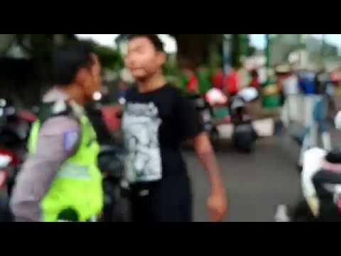 Full video..Preman vs polisi jepara..(alun2 jepara)